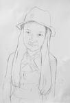 Antonia, einen Hut tragend