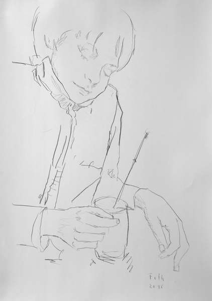 Nicho, einen Pinsel im Glas betrachtend