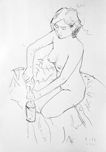 Unbekleidetes Mädchen, eine Flasche öffnend