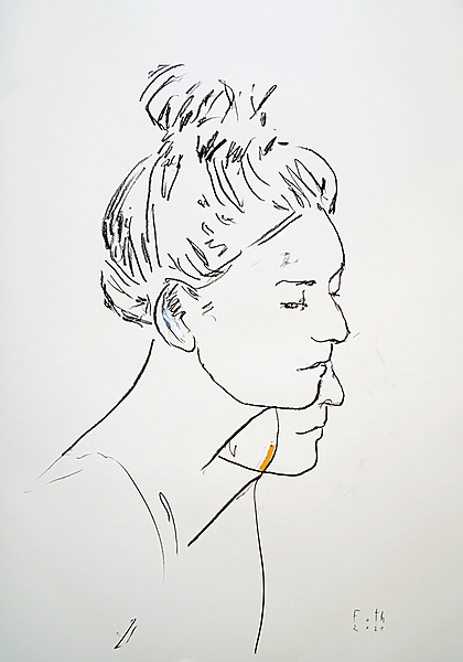 Porträtansicht einer jungen Frau im Profil