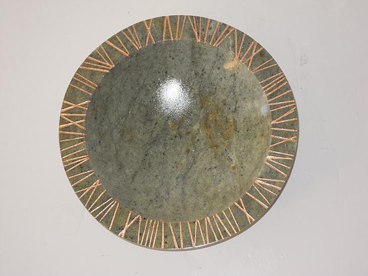 Schale, mit Ritzen, Bronzepaste 2