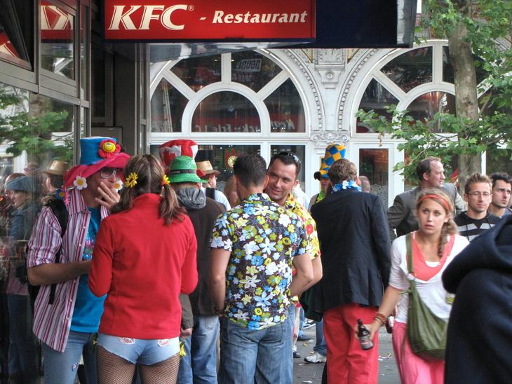 IMG_4326 - Schlagermove 2009 - Round Up At KFC`s