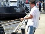 IMG_4936 - Men At Work - Fixing  Bugsier 18