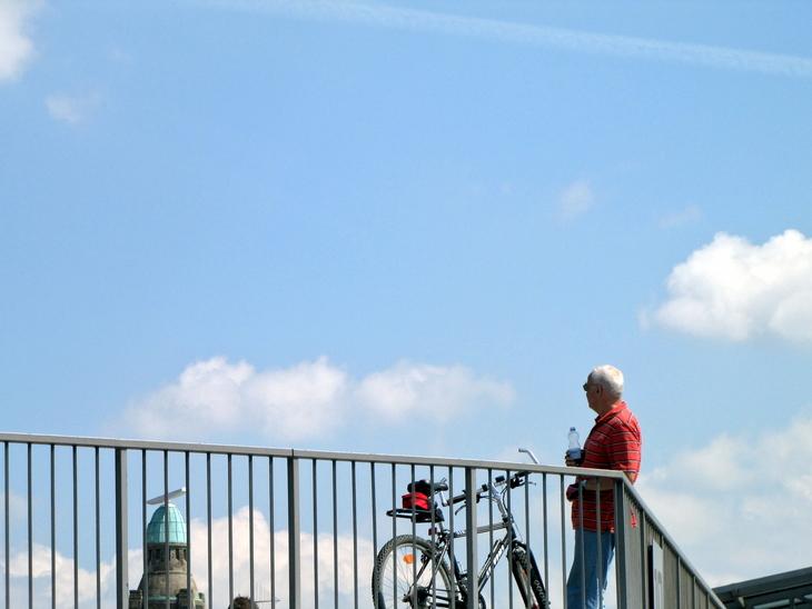 IMG_4945 - Why We Love Hamburg - A Rest On The Bridge