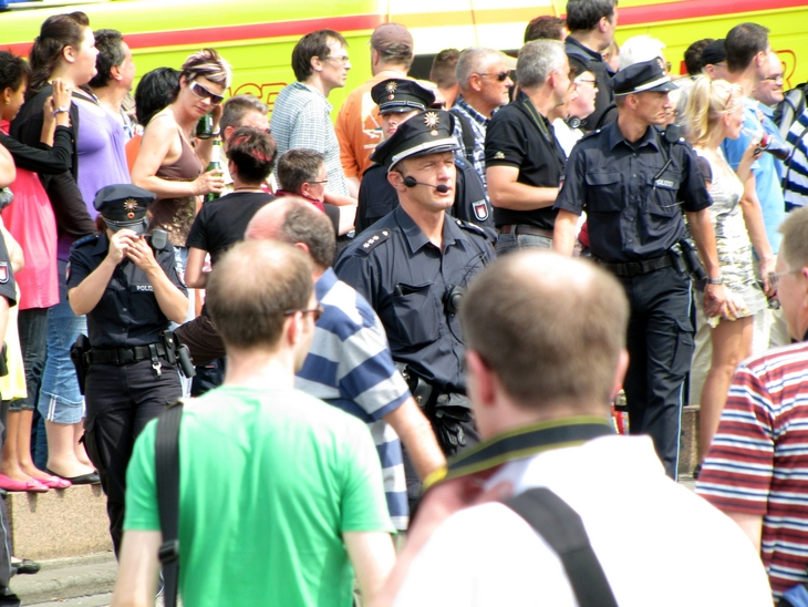 IMG_5968 - CSD HH 2009 - Men At Work - About Co-Ordination