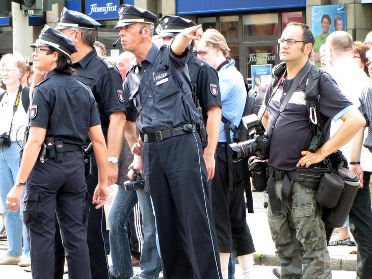 IMG_6005 - CSD HH 2009 - Men At Work - Walk This Way