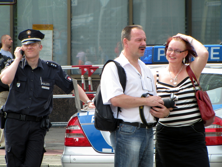 IMG_6072 - CSD HH 2009 - Men At Work - Being On Duty