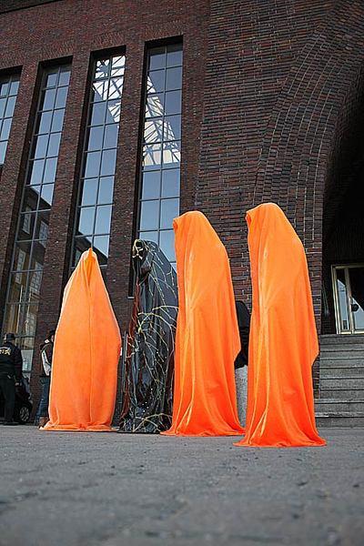 Light guard sculpture manfred Kielnhofer