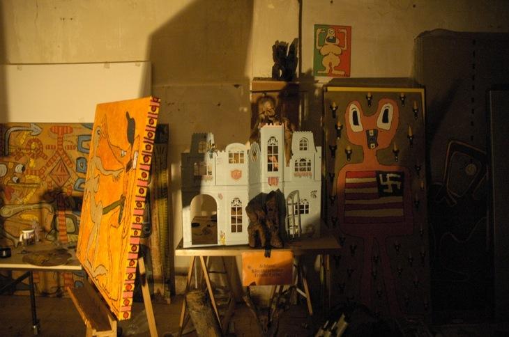 2006- Lotrons World B-Atelier- malerei isst scheisse bunt