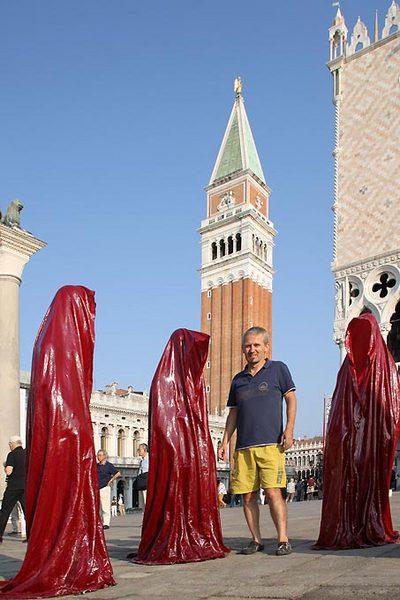 contemporary-art-biennale-show-project-venice-piazza-san-marco-m