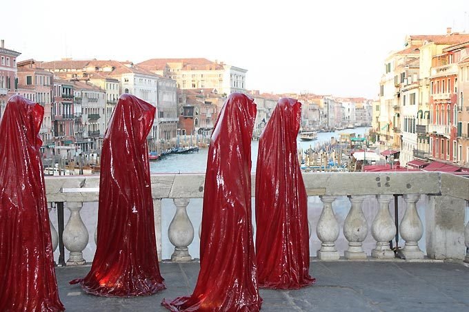 contemporary-art-biennale-show-project-venice--illuminations-pun