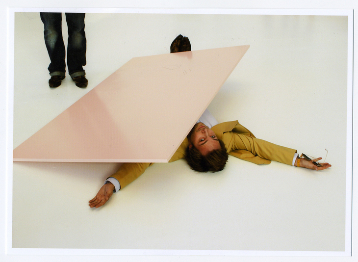 erwin wurm: 'one minute sculpture' felix