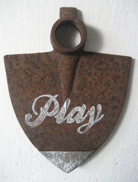 Play  (silver)
