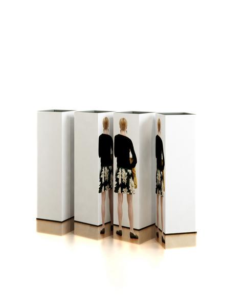 0066 woman Vase